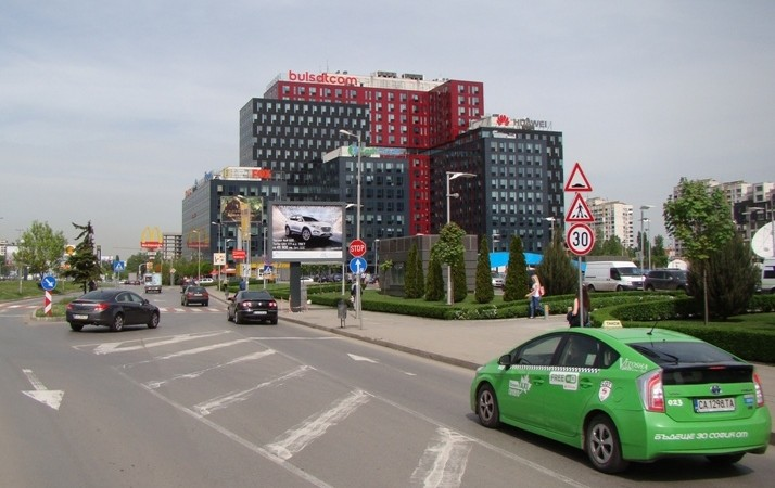 247a - Tsarigradsko shose Blvd. in front of The Mall